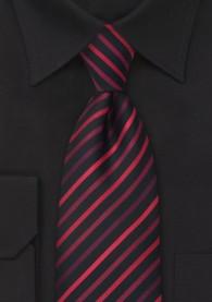 Schwarze Krawatte rote Streifen